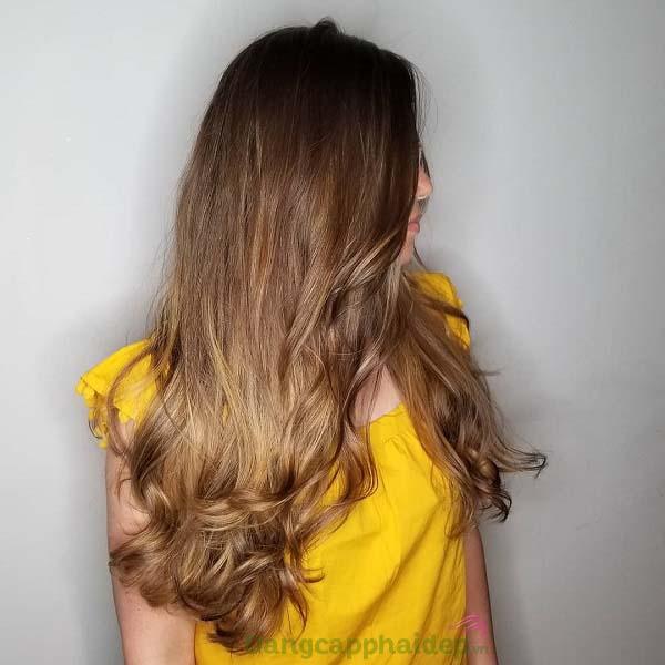 Tóc mềm mượt, dễ dàng vào nếp và dễ chải chỉ sau lần đầu sử dụng dầu sấy tóc Moroccanoil Smooth.