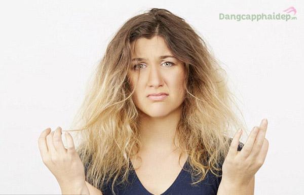 Mái tóc dễ bị xơ rối, quăn và vểnh phải làm sao?