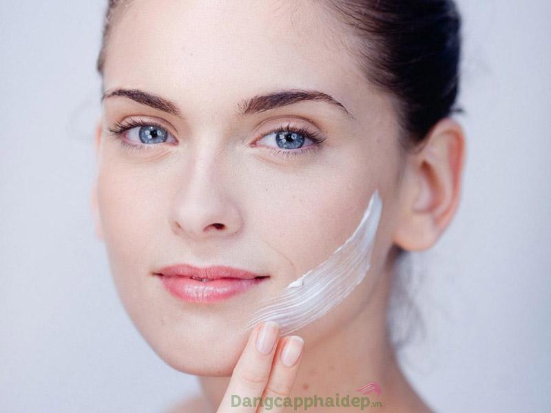 Sữa rửa mặt giúp làn da dễ dàng hấp thụ dưỡng chất ở các bước dưỡng tiếp theo.