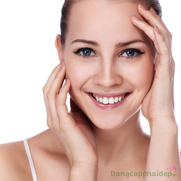 Làn da căng đầy, láng mịn và tươi tắn tự nhiên nhờ Essential Intensive Lifting Serum