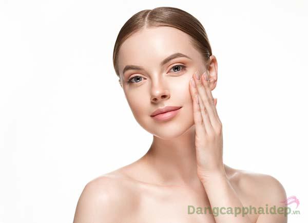 Đắp mặt nạ vàng giúp tái tạo làn da căng mượt, tươi trẻ đầy sức sống.
