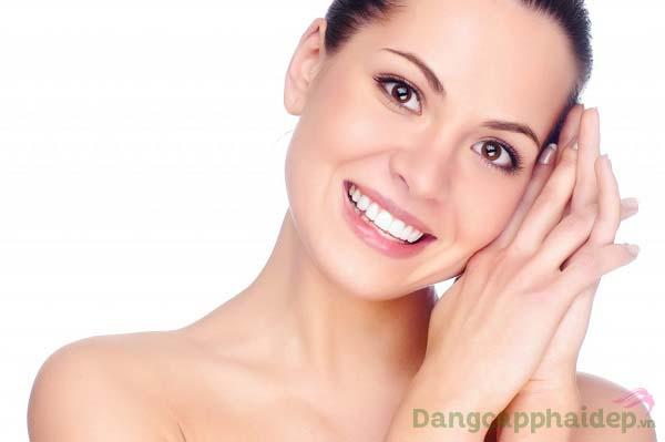 Làn da sạch thoáng, căng mịn và tươi tắn rạng rỡ mỗi ngày chỉ sau bước dùng Skincode Cellular Cleansing Milk