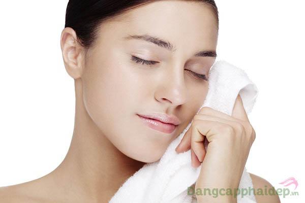 Chỉ sau bước dùng sữa rửa mặt, da sạch thoáng tinh khiết, láng mịn và giảm mụn rõ rệ