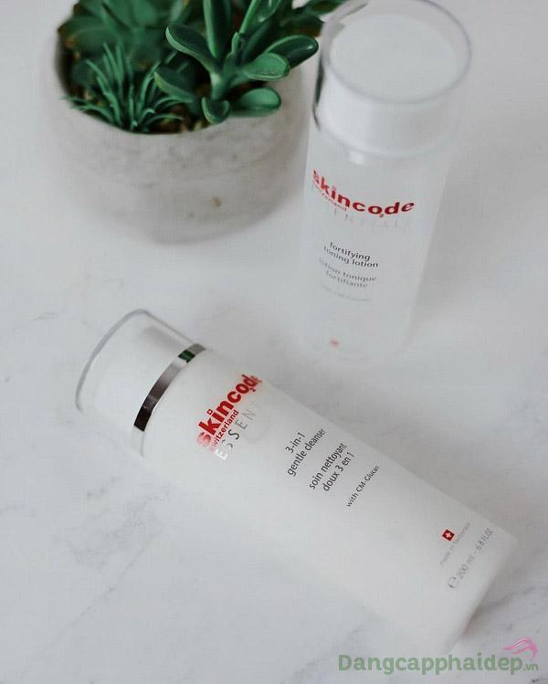 Làm sạch, tẩy trang và dưỡng da chỉ trong 1 bước dùng Skincode 3-in-1 Gentle Cleanser