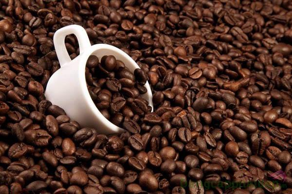 Caffeine giúp làm sáng da, cải thiện bọng mỡ mắt hiệu quả