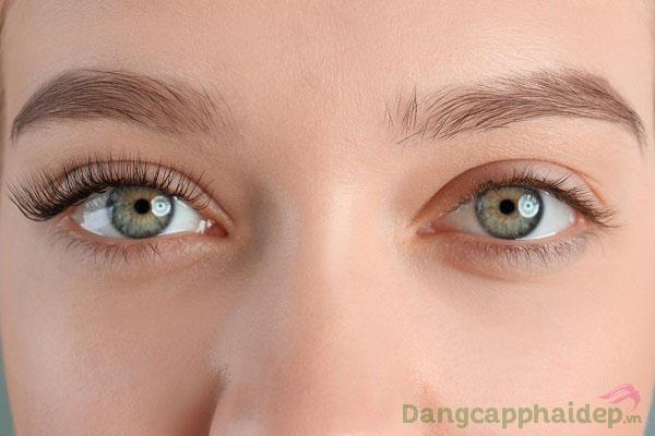 Làn da vùng mắt săn chắc, mịn màng và giảm hẳn sự xuất hiện nếp nhăn, quầng thâm khi dùng gel dưỡng mắt hằng ngày.