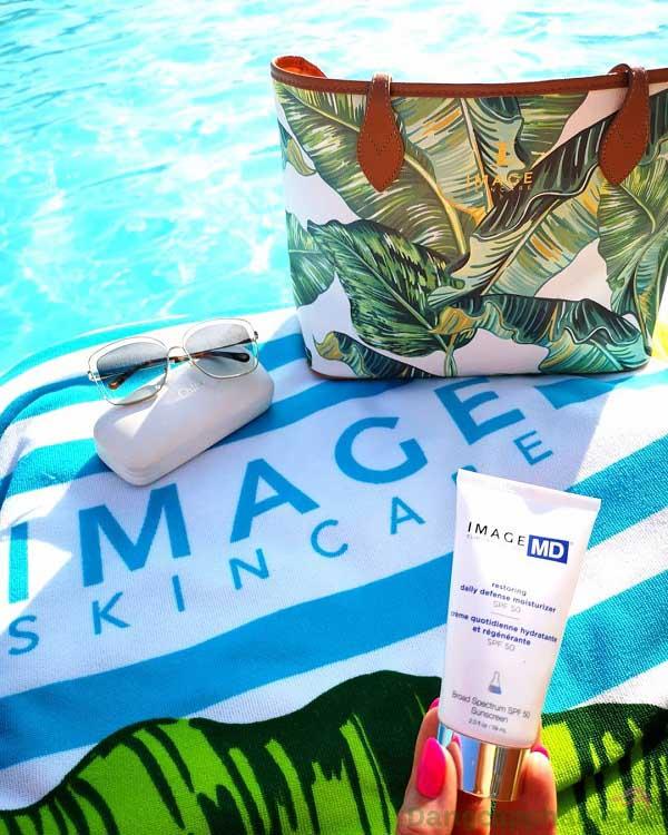 Kem chống nắng Image MD Restoring Moisturizer SPF 50+ chứa thành phần chống nắng vật lý, an toàn và lành tính cho mọi loại da
