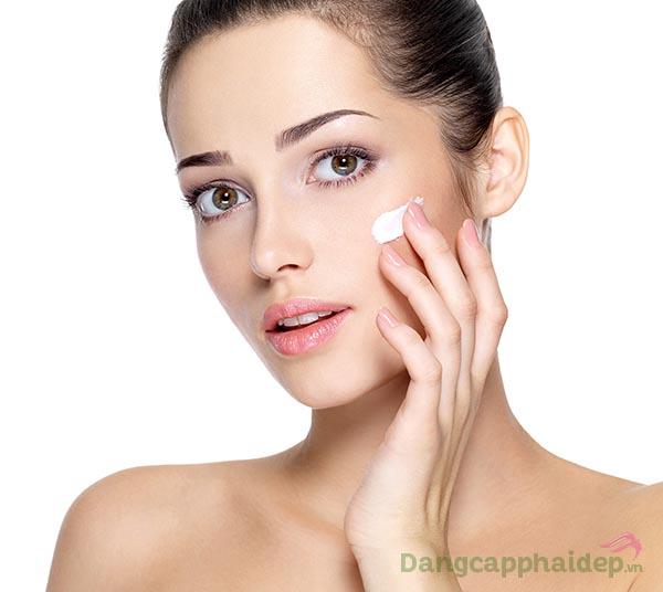 Sử dụng kem dưỡng đều đặn mỗi ngày để nhanh chóng sở hữu làn da mềm mịn, tươi trẻ như mong ước