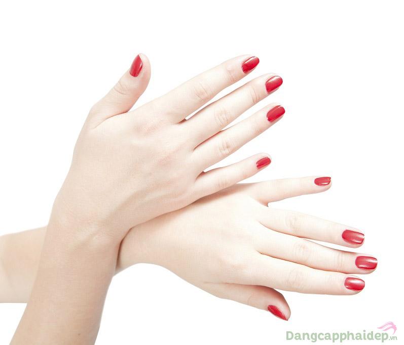 Skincode Brightening Hand Cream giúp đôi bàn tay bạn luôn phẳng mịn và sáng mượt mỗi ngày