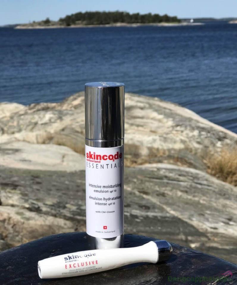 Dưỡng ẩm, chống nắng và bảo vệ da tối ưu chỉ với Skincode Intensive Moisturizing Emulsion SPF 10