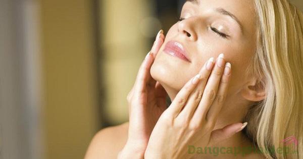 Sử dụng serum dưỡng da vào mỗi sáng và tối để đạt hiệu quả nhanh chóng