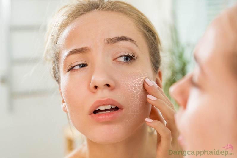 Sử dụng dầu dưỡng ngay hôm nay nếu làn da bạn đang gặp tình trạng khô ráp, thiếu sức sống tươi mới...