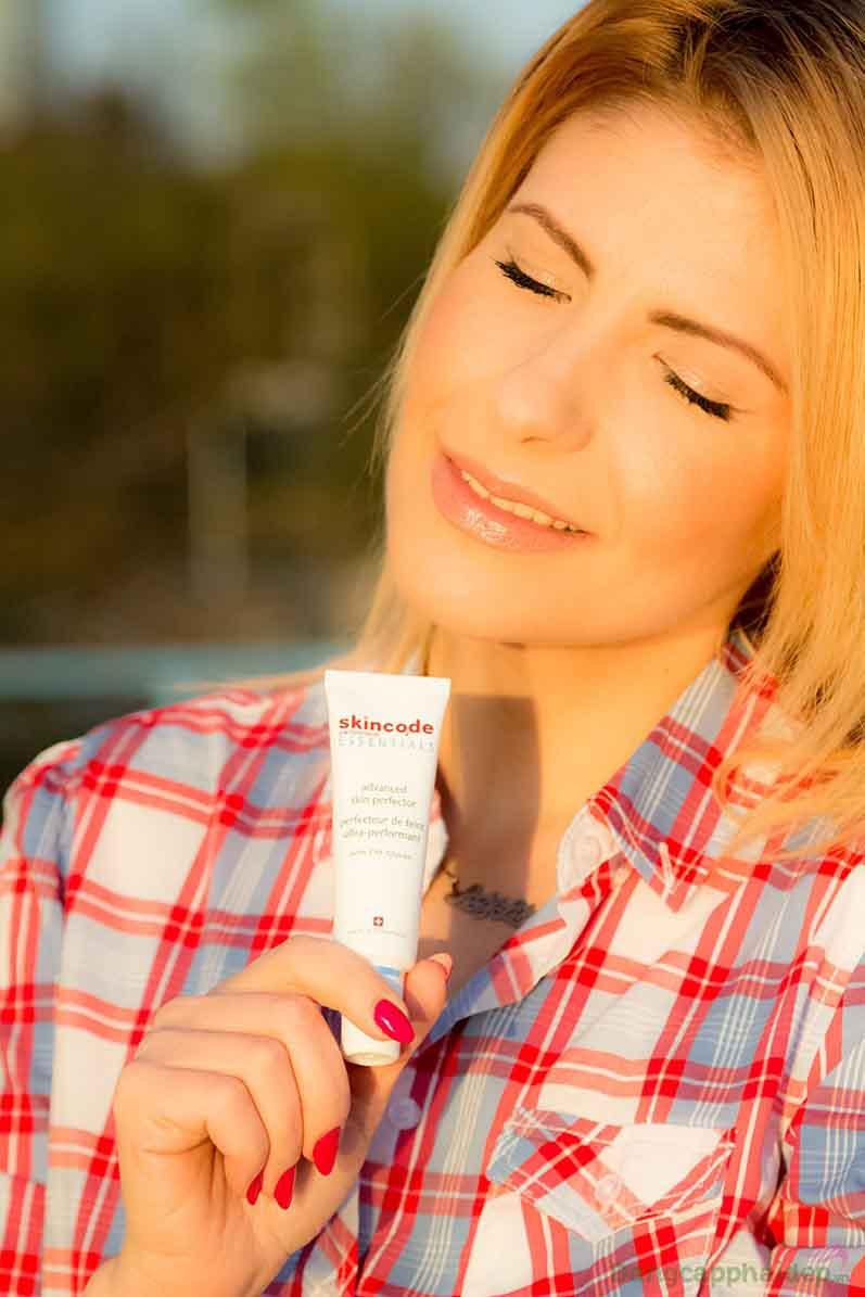Sử dụng kem nền vào mỗi buổi sáng để vừa có lớp trang điểm đẹp vừa dưỡng da mặt hoàn hảo