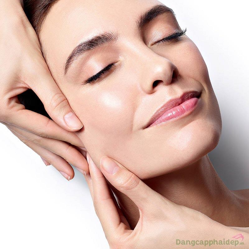 Đường nét gương mặt thon gọn, da săn chắc và trẻ trung hơn chỉ sau thời gian ngắn dùng Maria Galland 660