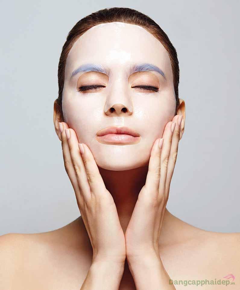 Mặt nạ ngủ có khả năng cấp nước, giữ ẩm cho làn da căng mượt, mịn màng