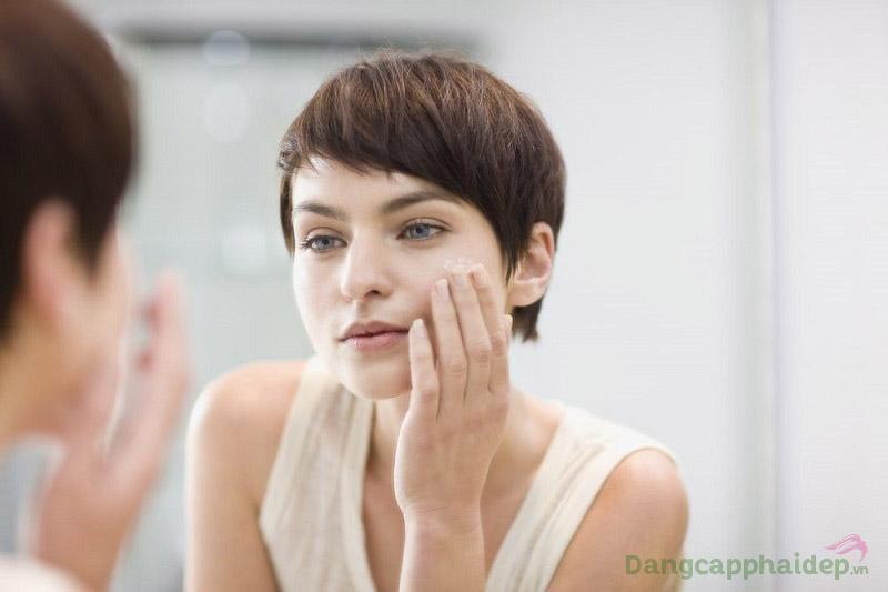 Dưỡng da 2 lần/ngày với Neova DNA Repair Factor Nourishing Lotion để giữ mãi làn da thanh xuân