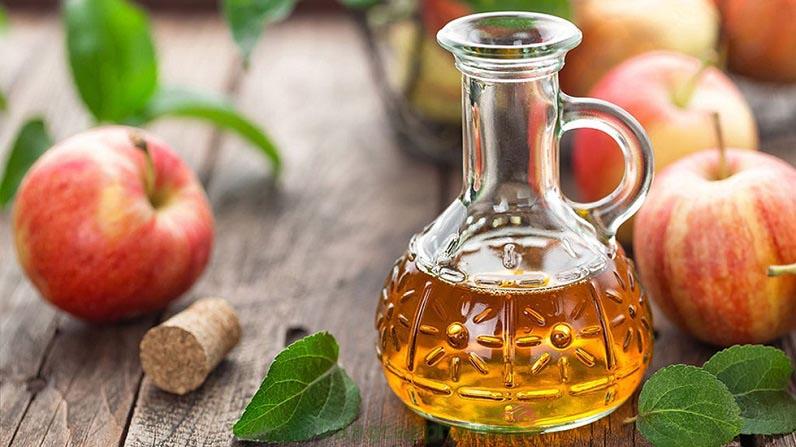 Giấm táo giúp tiêu diệt vi khuẩn gây mụn, ngừa sẹo mụn...