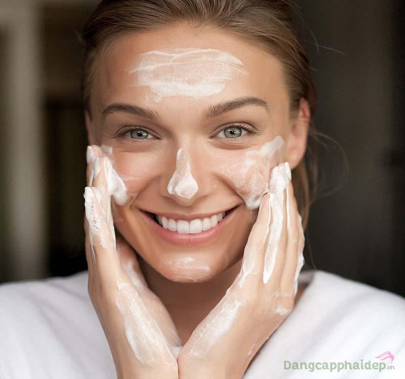 Da sạch sâu, lỗ chân lông thật sự thông thoáng khi sử dụng sữa rửa mặt 2 lần/ngày