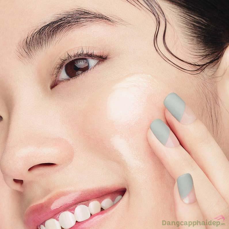 Dùng lotion từ 1 - 2 lần mỗi ngày sau khi đã làm sạch da và lau khô hoàn toàn
