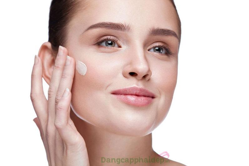 Hãy sử dụng đều đặn kem dưỡng cả ngày và đêm để chăm sóc da một cách tốt nhất