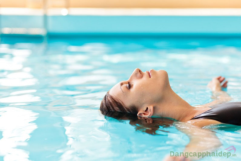Kem chống nắng an toàn cho mọi loại da, phù hợp cho cả mặt, body và có tính kháng nước lên đến 80 phút.