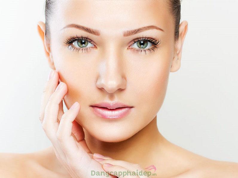 Tự tin với đôi mắt và làn môi không khuyết điểm khi duy trì sử dụng Clinic Lemanic Le Baume Yeux Et Levres