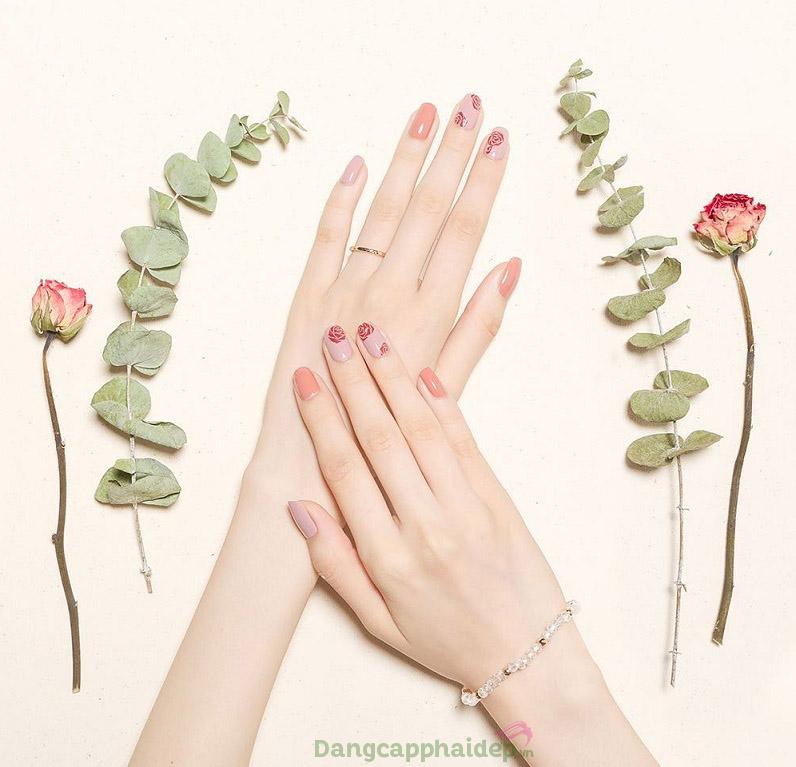 Đôi bàn tay trắng sáng mịn màng sau thời gian ngắn sử dụng kem dưỡng da tay Etre Belle
