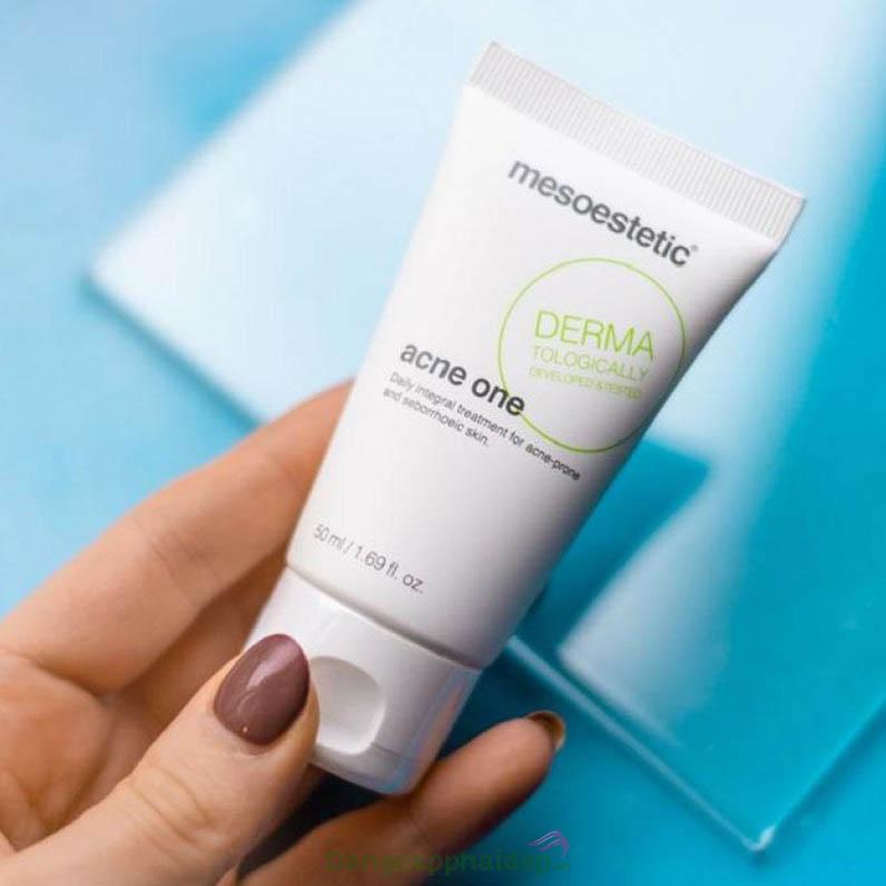 Sản phẩm chứa các phức hợp thông minh giúp làm sạch sâu da và trị mụn hiệu quả