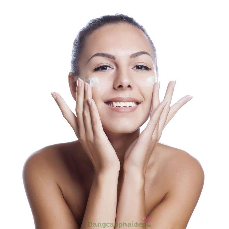 Sử dụng kem trị mụn mỗi ngày 2 lần để nhanh chóng đạt kết quả