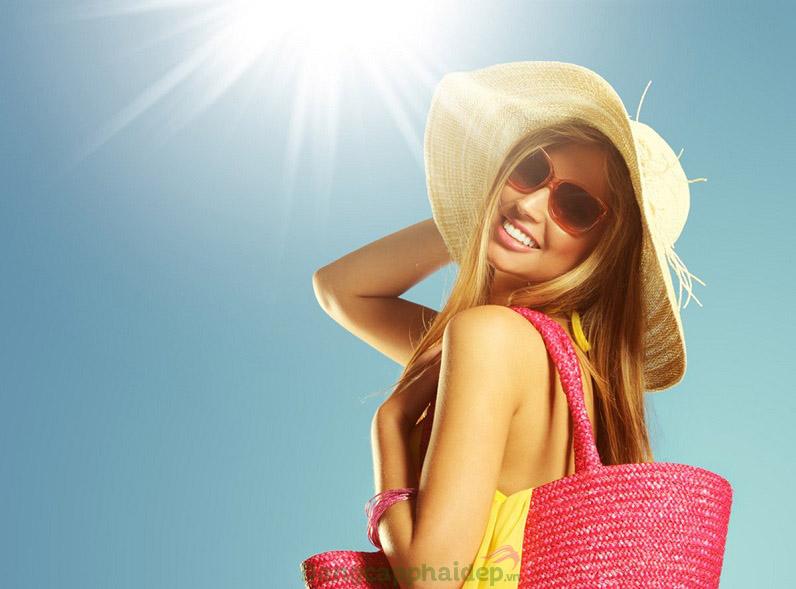Bôi kem chống nắng thường xuyên và hạn tiếp tiếp xúc ánh nắng mặt trời