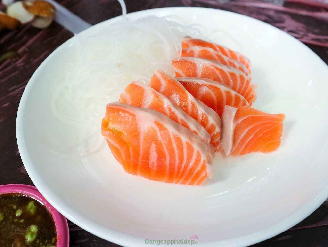 Sashimi cá hồi là món ăn nổi tiếng tại xứ sở hoa anh đào