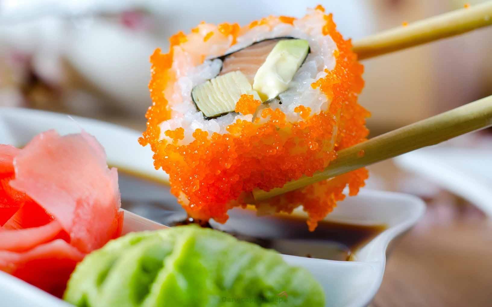 Sushi trứng tôm Ebiko