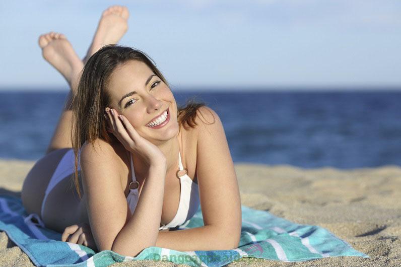 Is Clinical Eclipse SPF 50+ cực kì tiện dụng vì vừa chống nắng vừa bảo vệ da và che phủ khuyết điểm cho da hiệu quả