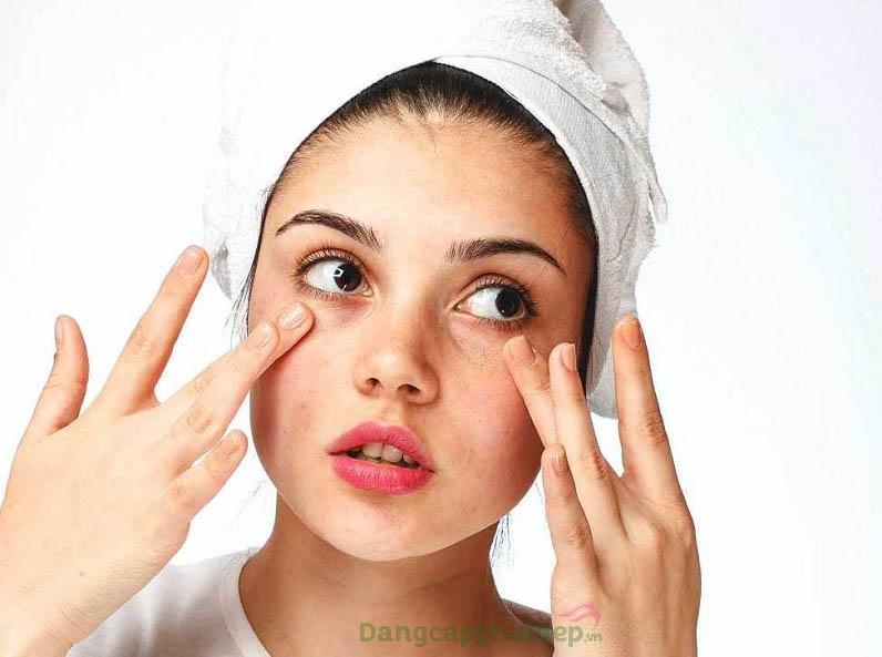 Sử dụng sản phẩm khi làn da có tình trạng mẫn đỏ, kích ứng hay xuất hiện các dấu hiệu lão hóa sớm