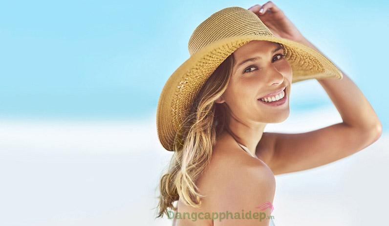 Bôi kem chống nắng trước khi ra ngoài khoảng 15 phút và bôi lại sau 2h để bảo vệ da tối ưu