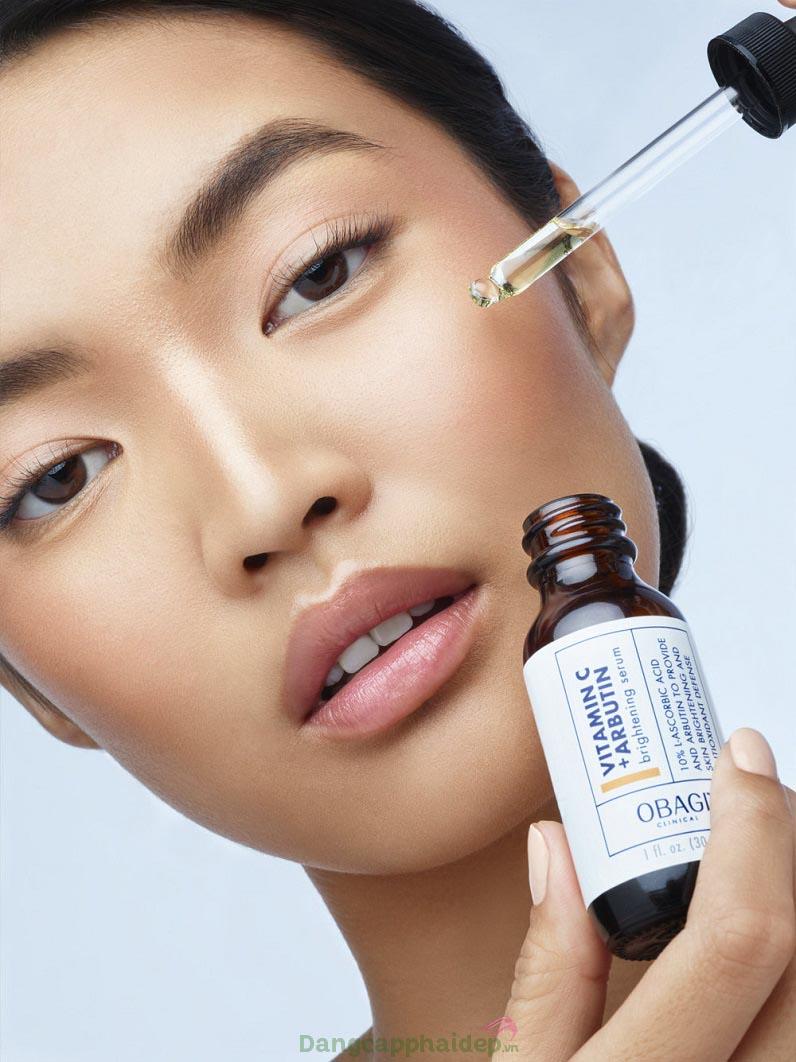 Dưỡng da mỗi ngày với serum dưỡng trắng Obagi Clinical Vitamin C+ Arbutin Brightening Serum để duy trì làn da sáng đẹp, tươi tắn lâu dài