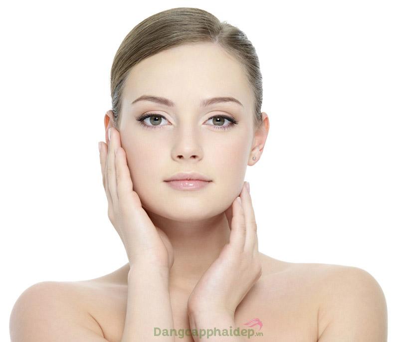 Da trắng sáng, căng trẻ và mịn màng không tỳ vết sau thời gian sử dụng Swissline Daytime Brightening Power Emulsion.