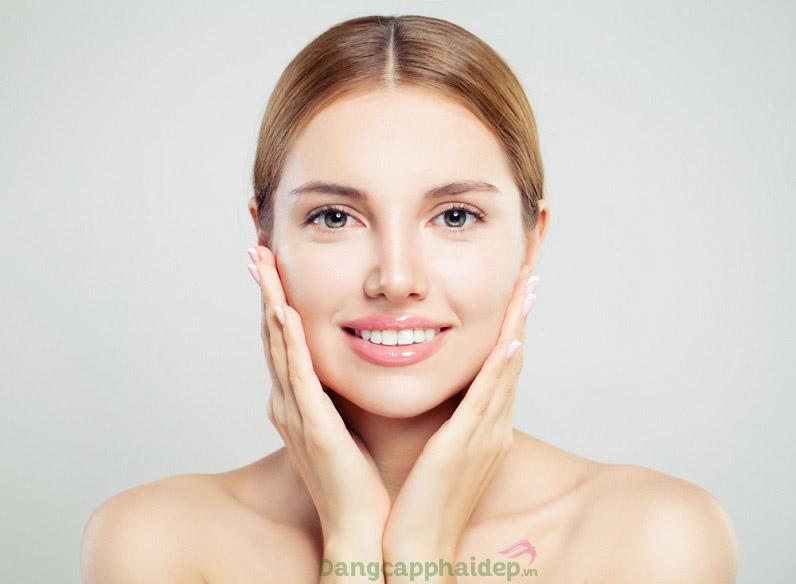 Làn da mềm mượt, sạch mịn tức thì sau khi dùng sữa rửa mặt tẩy trang dạng kem iS Clinical Cream Cleanser