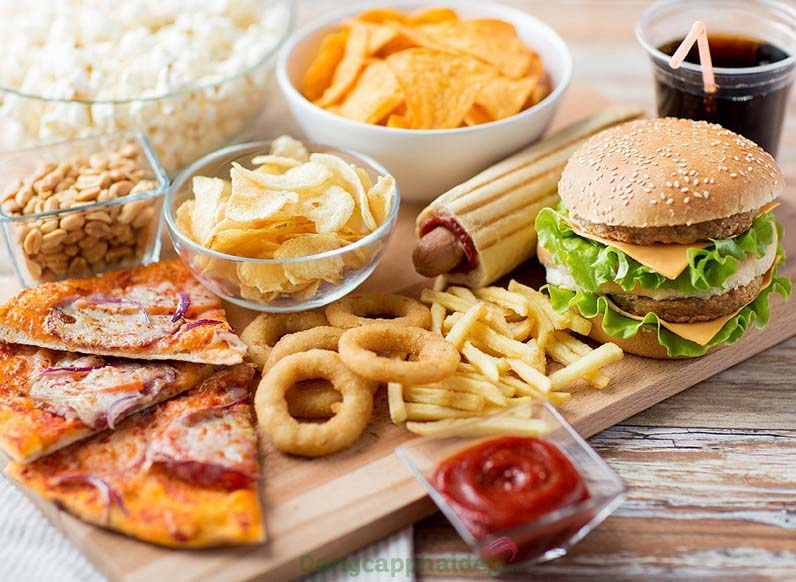 Chưa bỏ được thói quen ăn thức ăn nhanh thì đừng mong giảm cân thành công nhé