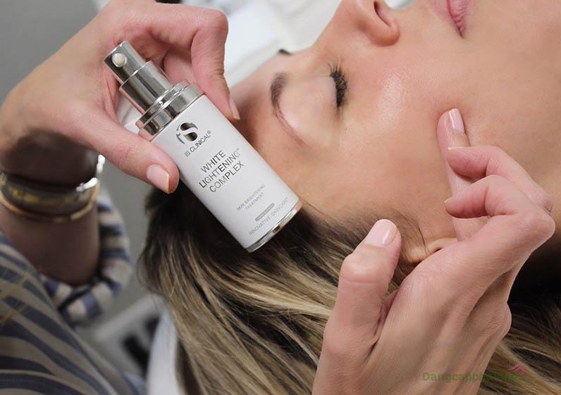 Kem điều trị sắc tố, dưỡng trắng hồng da White Lightening Complex sử dụng lâu dài sẽ giúp da luôn được bảo vệ khỏi các tác nhân gây sạm nám.
