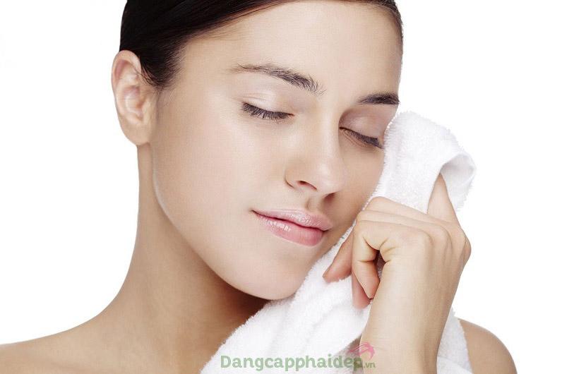 Da sạch thoáng, mịn màng chỉ sau bước làm sạch với sữa rửa mặt Exuviance Gentle Cleansing Creme