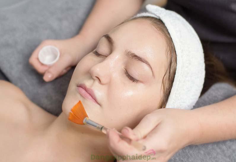 Sử dụng sản phẩm theo hướng dẫn từ các bác sĩ chuyên môn để đạt hiệu quả chăm sóc da tối đa
