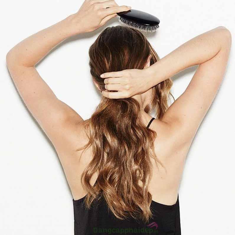 Chọn lược có kích thước chính xác để chải tóc xoăn