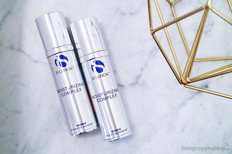 iS Clinical moisturizing complex bảo vệ làn da ẩm mượt suốt 24/24.