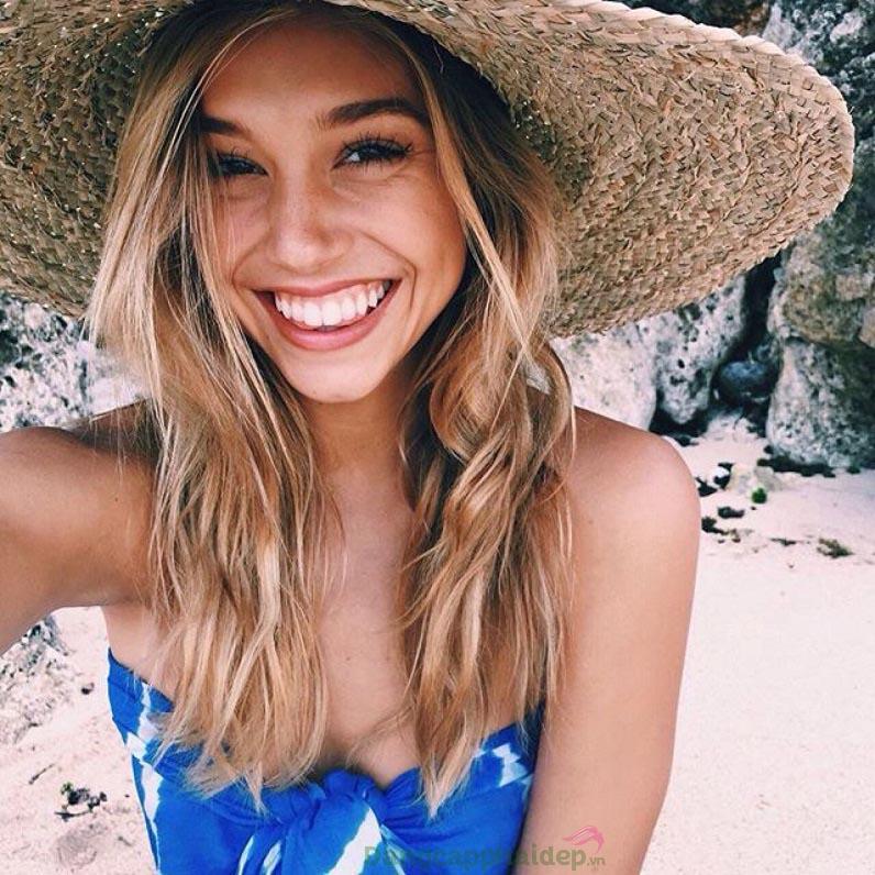 Đừng quên chống nắng cho tóc nếu muốn khắc phục tóc hư tổn nhanh chóng