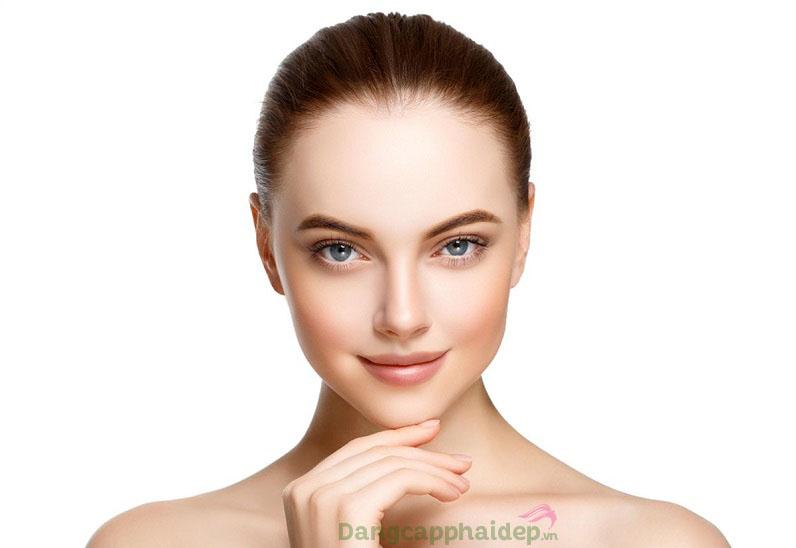 Tính chất Exuviance Age Reverse Total Correct + Sculpt Serum duy trì vẻ đẹp căng khỏe, tươi trẻ cho làn da theo năm tháng