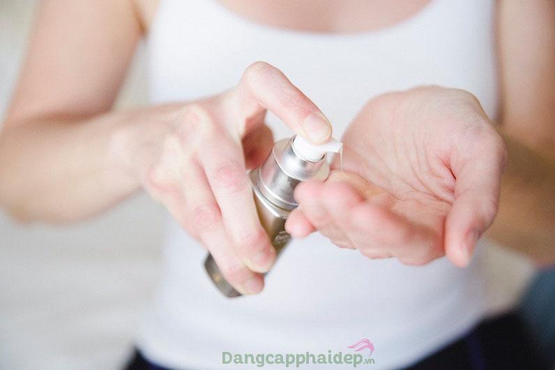 Sử dụng tinh chất 2 lần/ngày vào sáng và tối đã đạt hiệu quả dưỡng da tối đa