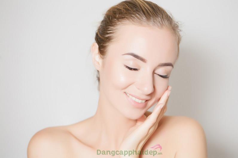 Tự tin với làn da căng mịn tươi tắn hơn chỉ sau 4 tuần khi sử dụng kem dưỡng đêm Exuviance Evening Restorative Complex