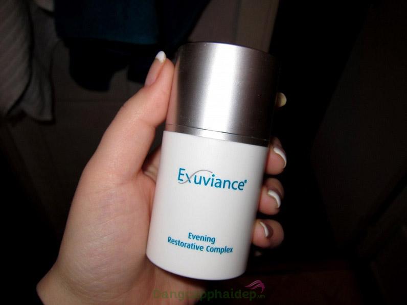 Sử dụng kem dưỡng hằng ngày vào buổi tối để tăng hiệu quả chăm sóc da