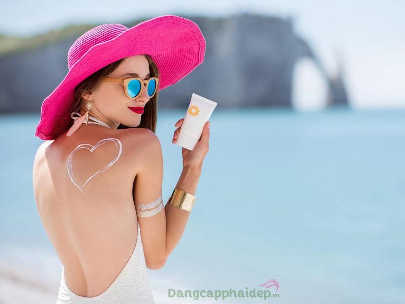 """Kem chống nắng được xem là """"vật bất ly thân"""" để duy trì làn da khỏe đẹp lâu dài"""
